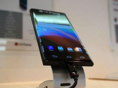 LG показала смартфон с загнутым по бокам дисплеем