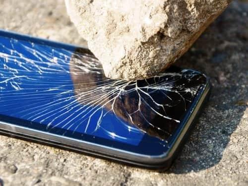 разбитый андроид смартфон