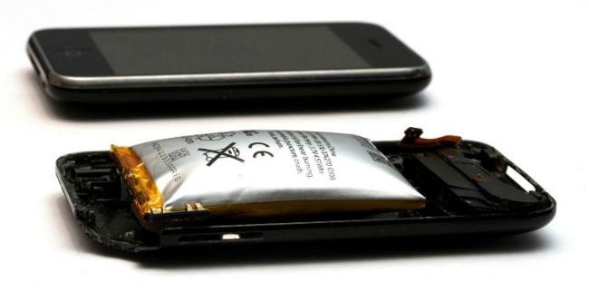 Вздутый аккумулятор смартфона