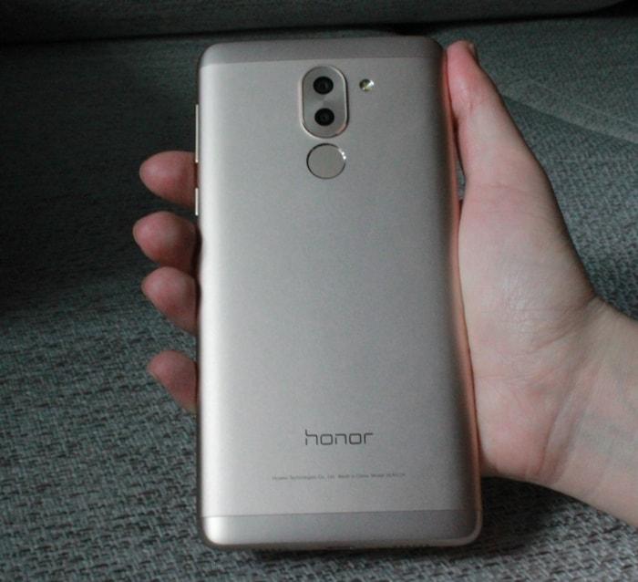 Honor 6X в руке