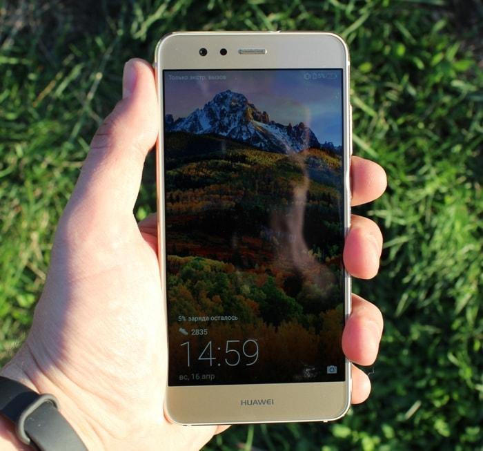 Huawei P10 Lite в руке