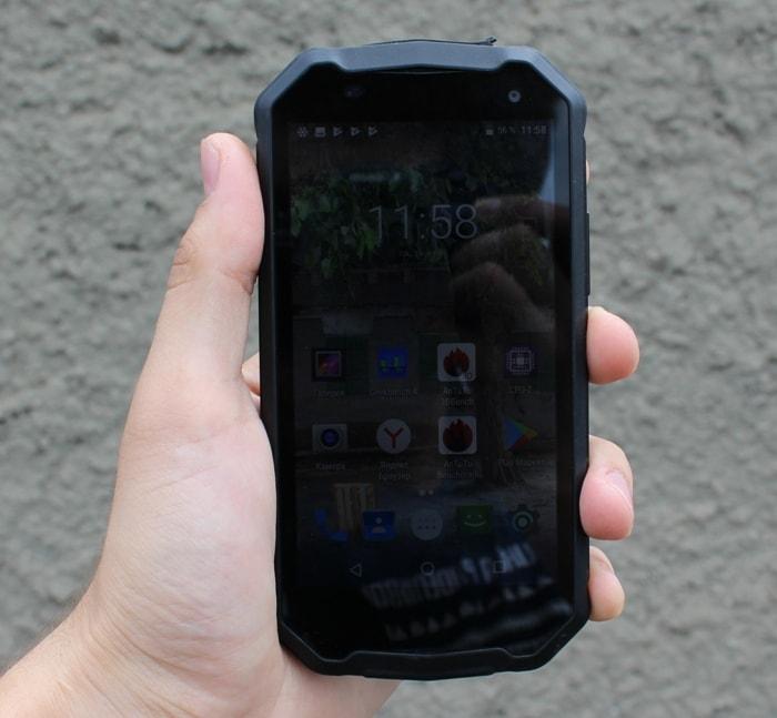 16a0943b6919 BQ Shark. Производитель официально заявляет о степени защиты смартфона  IP65, то есть здесь обеспечена полная защита от проникновения пыли и  попадания струй ...