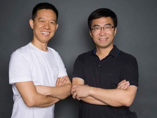 Генеральный директор Цзя Юйтинг (слева)