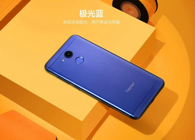Huawei представила дешевый смартфон Honor V9 Play вметалле