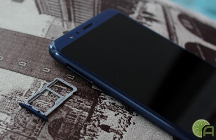 Слот для SIM-карт