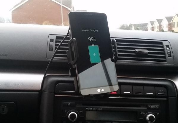 Зарядка смартфона в машине