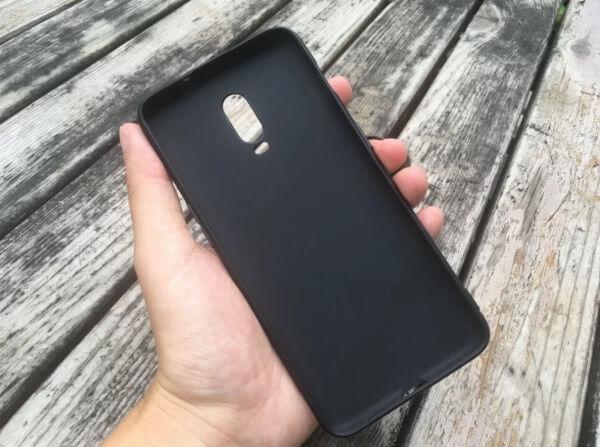 Вероятный чехол OnePlus 6T