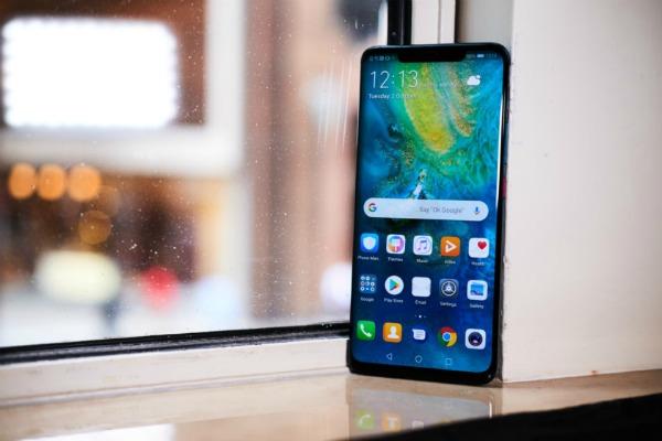 Huawei Mate 20 Pro на окне