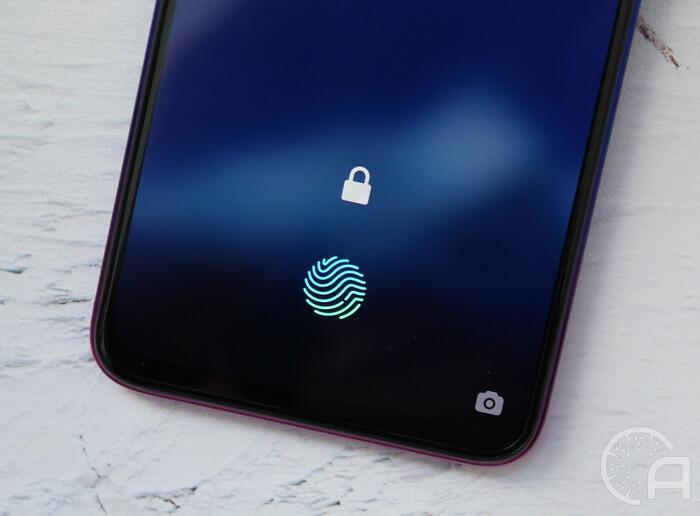 Сканер отпечатков пальцев в экране