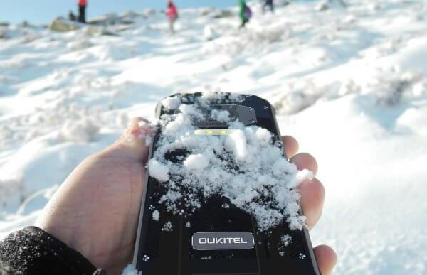 Oukitel WP2 в снегу