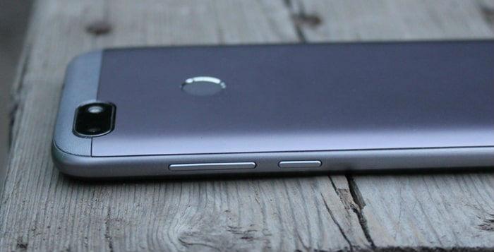 Кнопки громкости на смартфоне