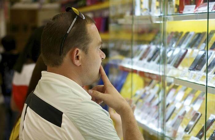 Покупатель смартфона