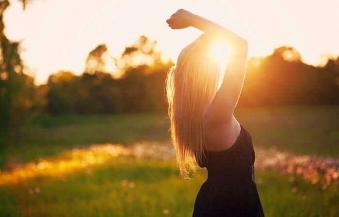 Фото с солнцем на фоне