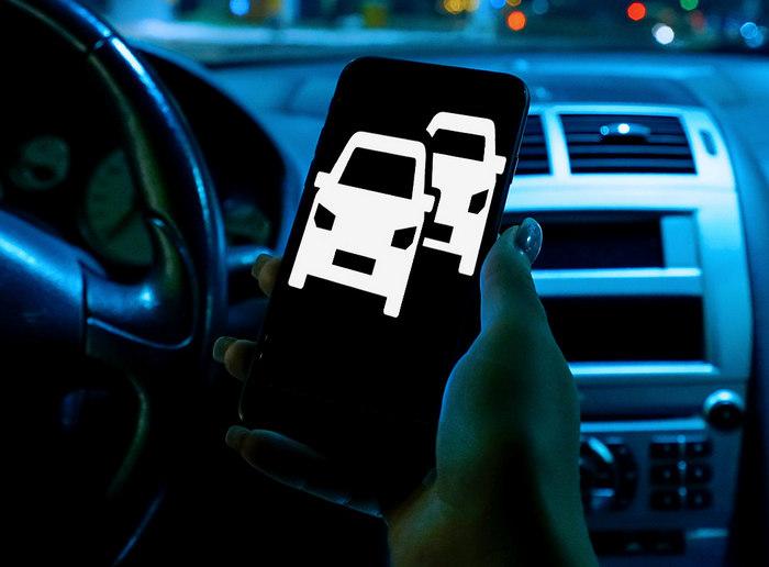 Смартфон в машине