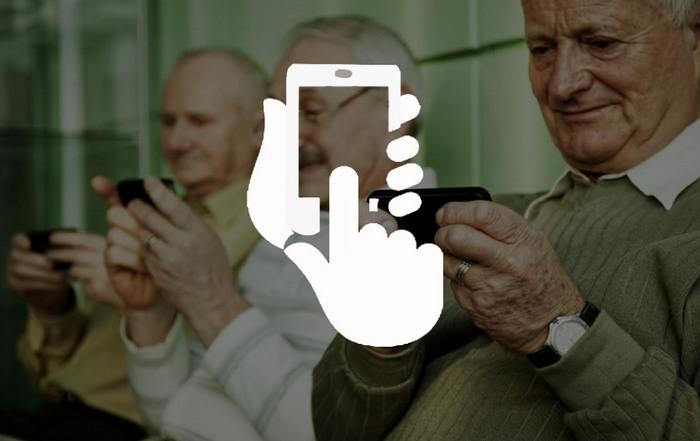 Пенсионеры со смартфонами